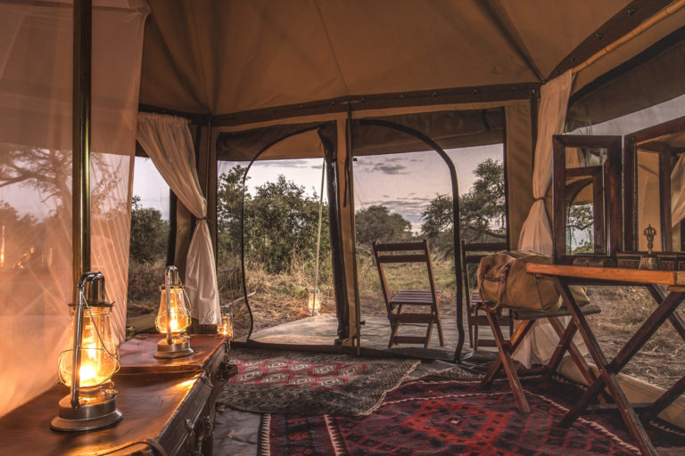 Spacious Barclay Stenner luxury tent with Persian rugs