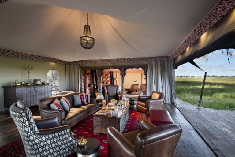 Duba Plains' comfortable lounge area is the perfect place to relax