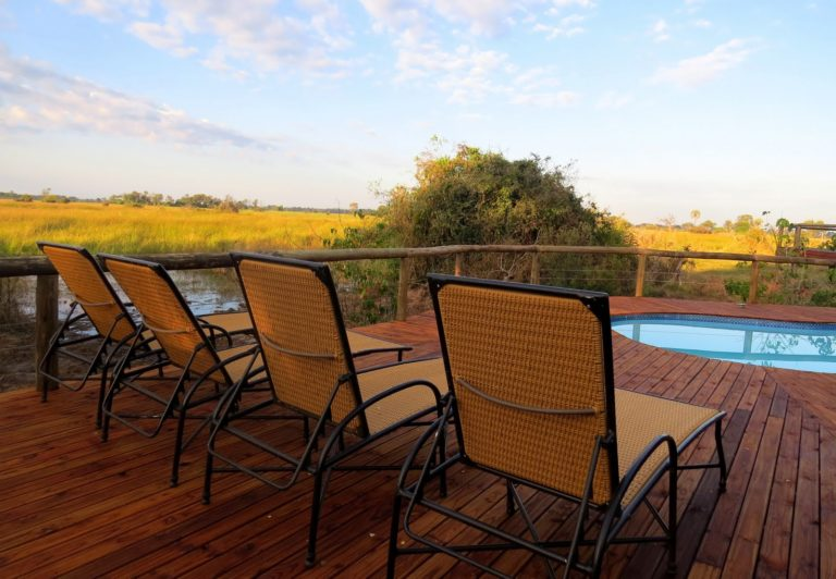Open skies over Rra Dinare's swimming pool deck