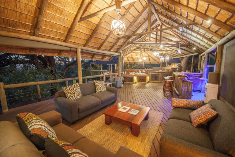 The open thatched spacious lounge at Rra Dinare