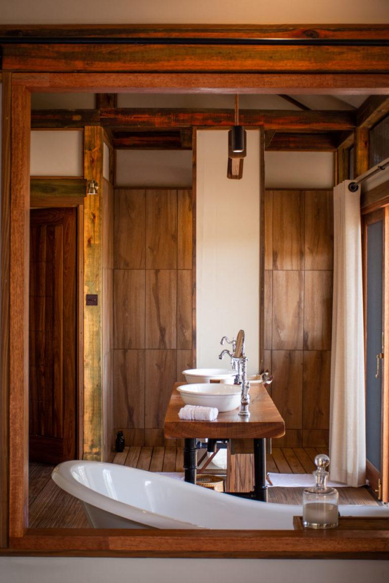 Twin basins and luxury bath tub at Kwara Camp