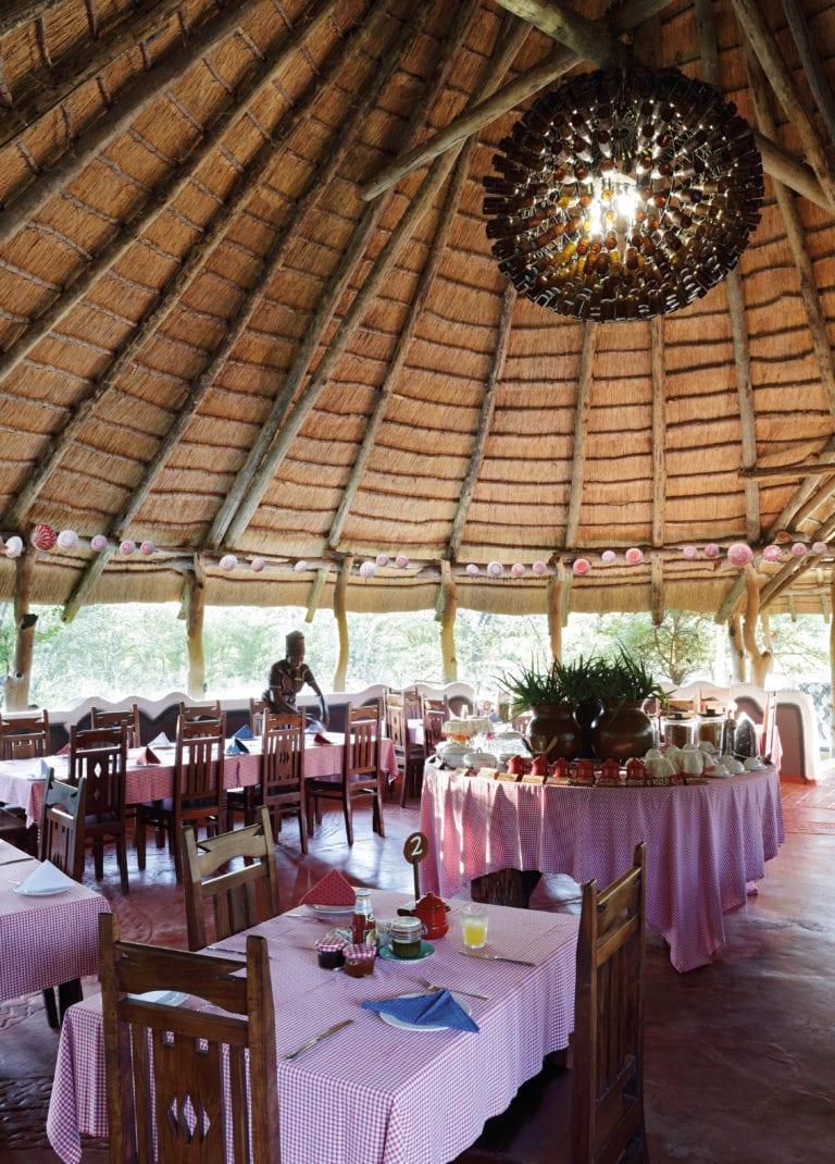 Planet Baobab - Restaurant & chandelier