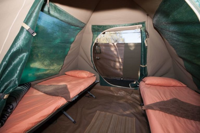 Fully serviced guest tents have en suite bathrooms and camp beds