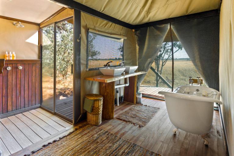 En suite guest bathrooms at Kadizora