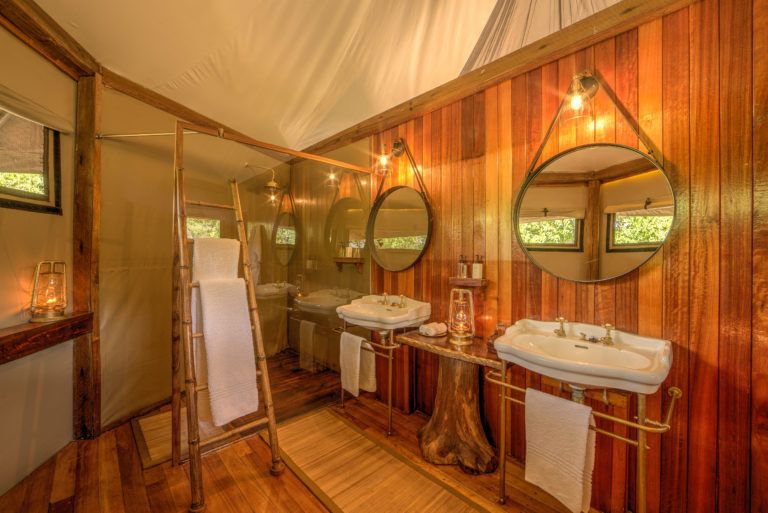 Stunning bathrooms in the guests tents at Kanana Camp