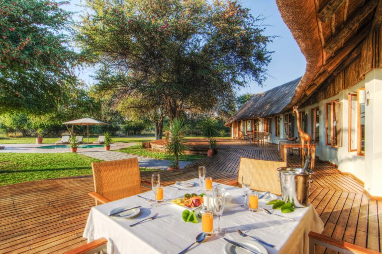 Al Fresco breakfast is served at Leroo La Tau
