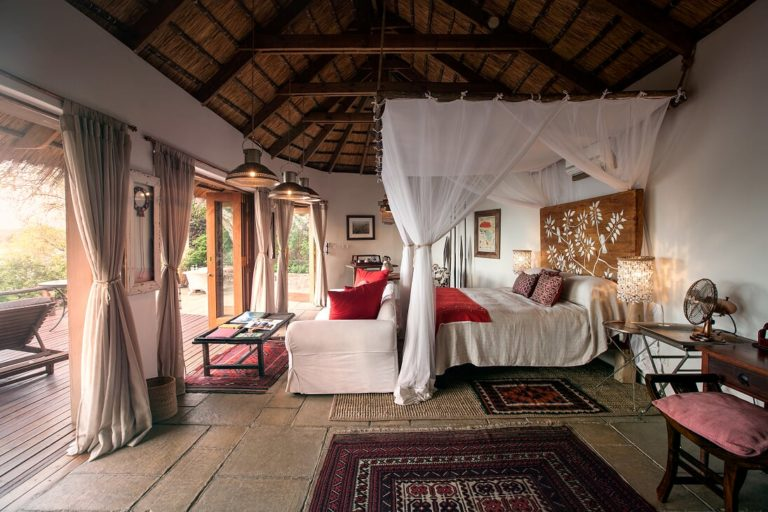 The guest room in the birdhouse at Tongabezi