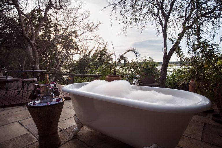 The bathtub on deck at Tongabezi's Birdhouse room