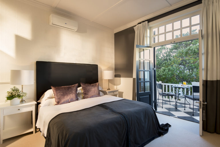 The luxury rooms with balcony at Cape Cadogan
