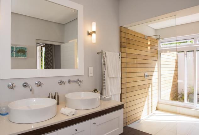 Four Rosmead bathroom luxury