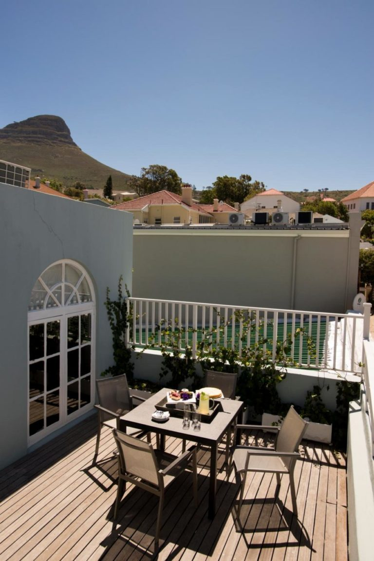 More Quarters family room with view of Lions Head