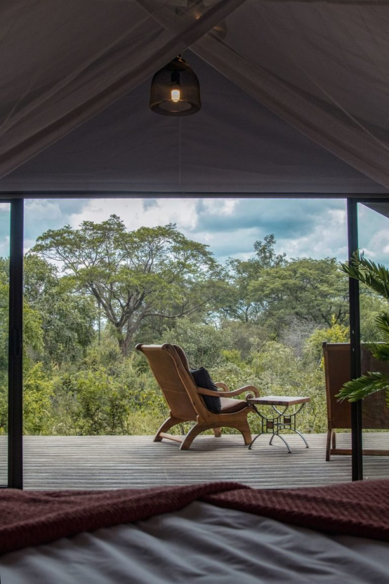 Each guest tent features a private tent onto the bushveld