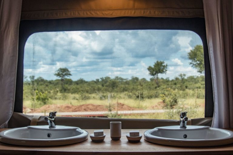 Bathrooms with a bushveld view at The Wallow