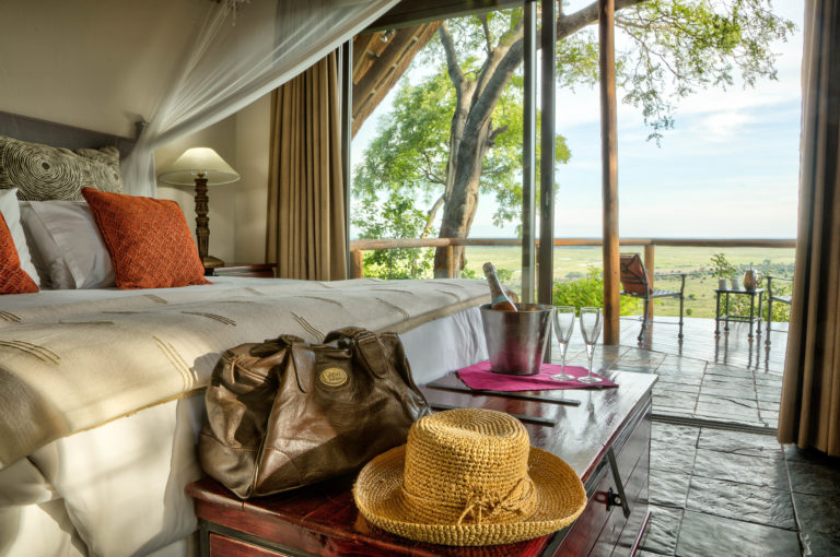 A view of a spacious room at Muchenje with view over plains