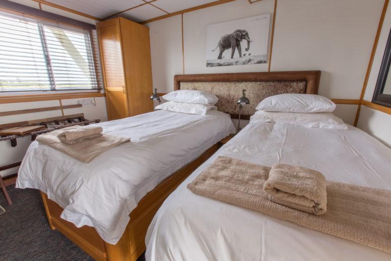 Pangolin Voyager houseboat twin cabin