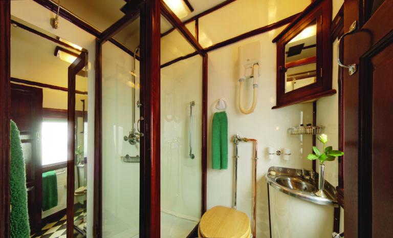 Rovos Rail deluxe suite bathroom