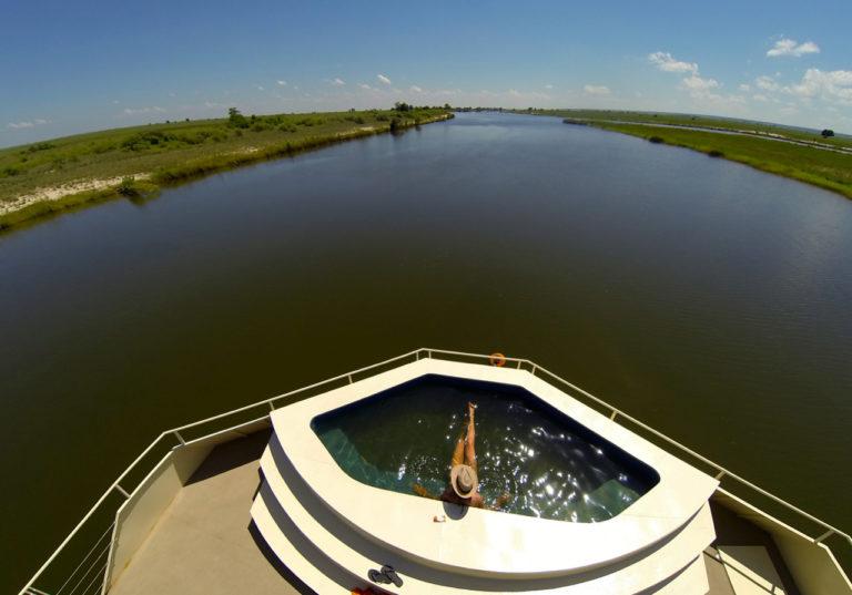 Zambezi Queen splash pool